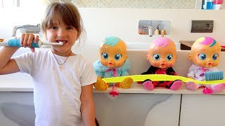 Ksysha Plays with Dolls and new toys morning routine