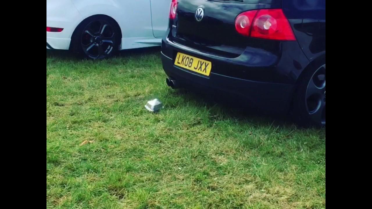 Merveilleux Golf GTI Reving Backfire Sounds !
