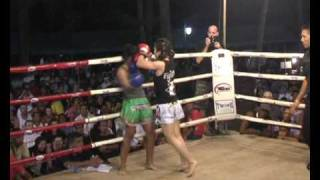 Nicole Chua from Singapore fighting at Annual Sinbi Nai Harn Event