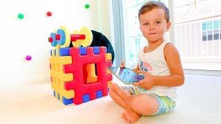 Ребенок Илья  хочет играть в онлайн игры