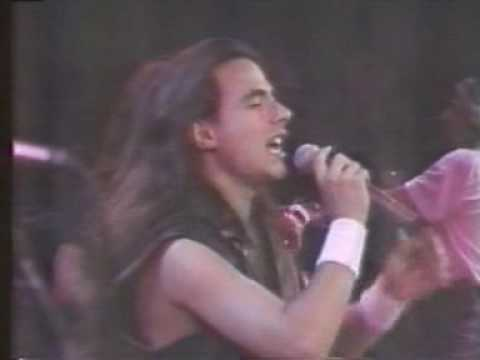 Carry on [Angra] - Live - Auditório MTV - 1994 [AM Vídeos]