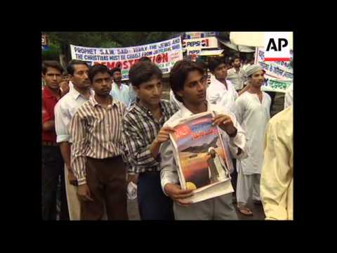 INDIA: MUSLIMS PROTEST AGAINST US ATTACKS ON AFGHANISTAN/SUDAN