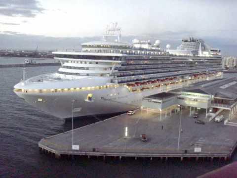 Best cruise ship horn battle!!