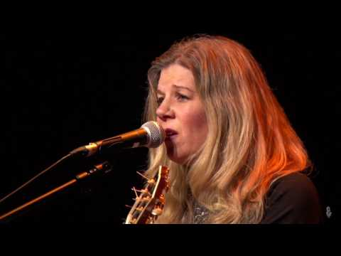 Dar Williams - The Christians and the Pagans (eTown webisode #1115)