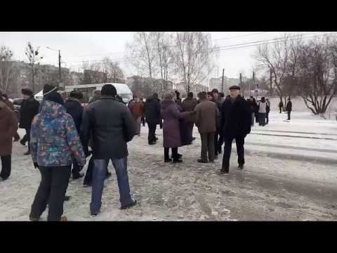 Военные пенсионеры перекрыли дороги по всему Житомиру