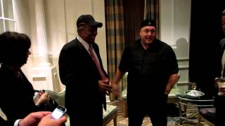 Kevin James meets Willie Mays at 2013 Rawlings Gold Glove Awards