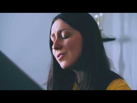 Natalie Holmes - Hideout (Live Piano Session)
