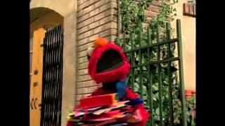 Download lagu Elmo Loves You MP3