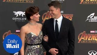 Scarlett Johansson & Colin Jost arm in arm at Avengers premiere - Daily Mail