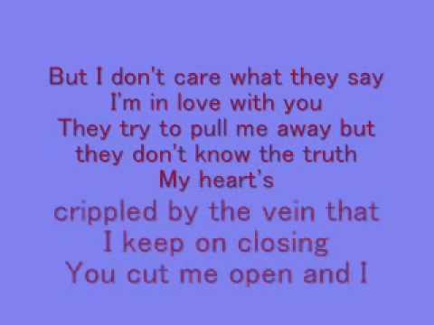 Leona Lewis- Bleeding love *lyrics*