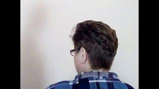 Короткая женская стрижка с акцентом на макушку