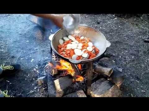 Как приготовить картофель по-селянски на природе. Сковорода для пикника.