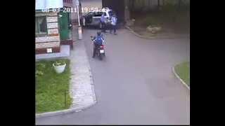 Девушка за рулем перепутала педали
