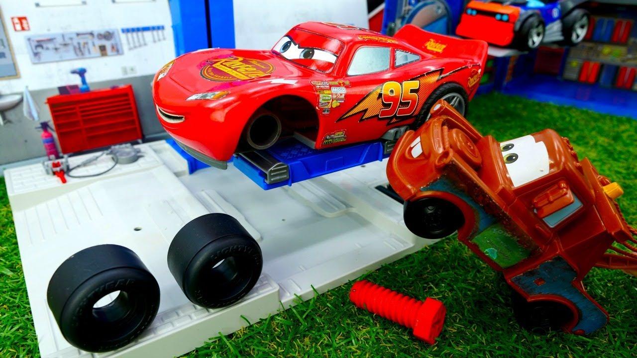 ¡Desmontamos a Rayo McQueen para hacer un diagnóstico! Historias con coches