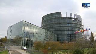 Rinnovo cariche europee, Macron lancia Merkel a presidenza Commissione Ue