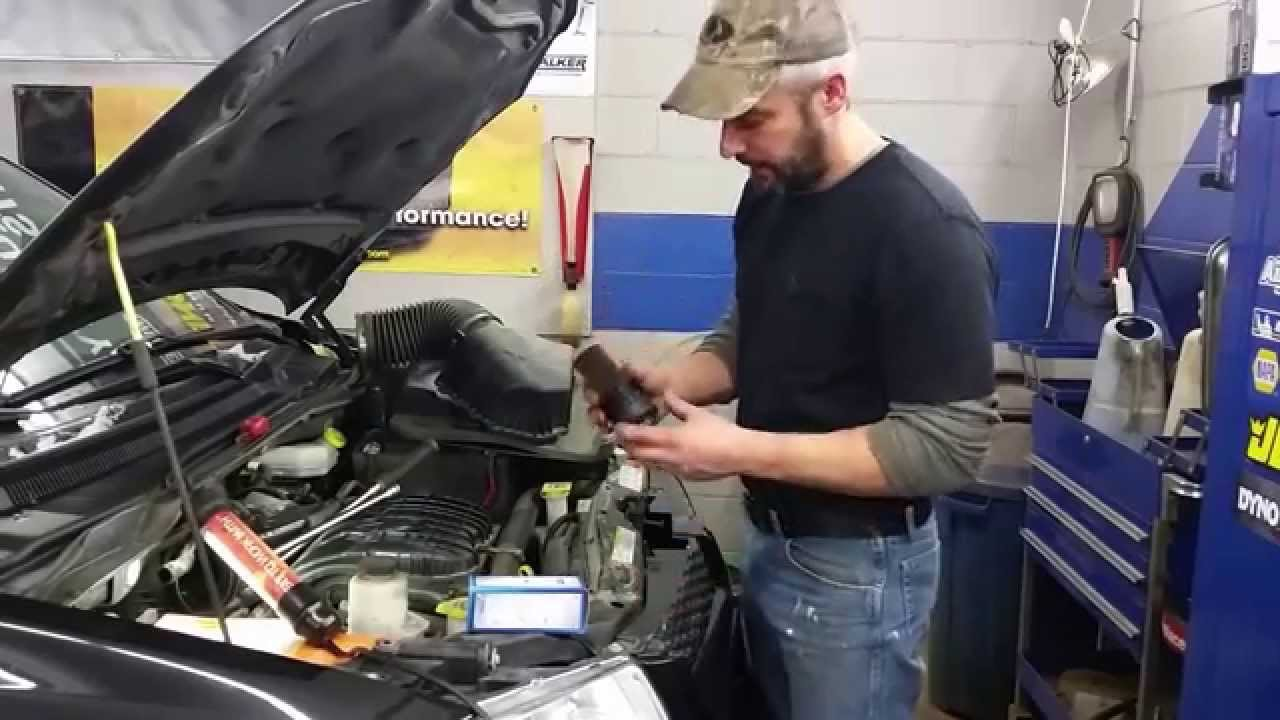 oil filter change 39 12 dodge grand caravan youtube. Black Bedroom Furniture Sets. Home Design Ideas