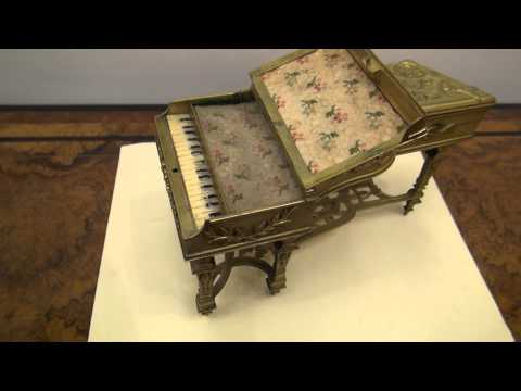 Musical Piano: Antique Jewellery Box
