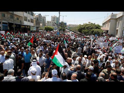 مظاهرات في قطاع غزة ضد مخطط الضم الإسرائيلي والضفة الغربية تعيد فرض الحجر الصحي  - نشر قبل 14 ساعة