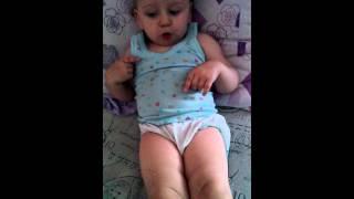 Ребёнку 1,5 года, повторяет движения с телевизора.
