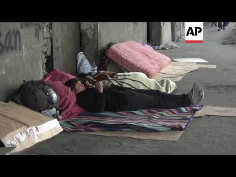 Migrants wait in Serbia for chance to enter EU