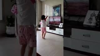 요즘 유행하는 외계인춤  3살 ㅋㅋ