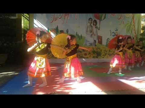 múa Cô giáo về bản (bé Phương trinh trường mầm non Hoa Sen, Quán Hàu, Quang Ninh, ,Quảng Binh