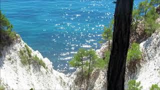 Море. Солнечные зайчики на морской воде.