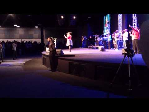 Kimberly Michelle leading Everything To Me (Tye Tribbett)
