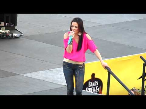 Sara Evans- Suds In The Bucket LIVE At SeaWorld