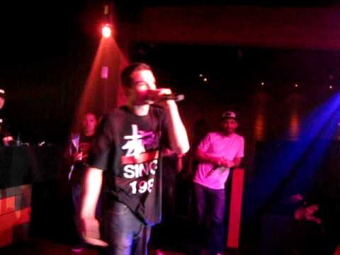 YoungHungry: Yelawolf - Pop The Trunk (Hip-Hop Karaoke Vancouver, June 13 2011)