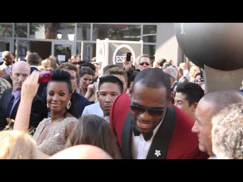 Lebron James on Red Carpet of the ESPY Awards | Gets Mobbed by Fans