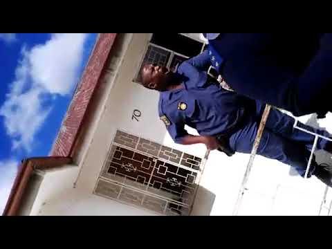 Standoff in Vanderbijlpark between South African Police & Nigerians thumbnail