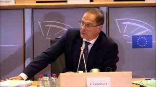 Martin Sonneborn stellt Tibor Navracsics eine Frage