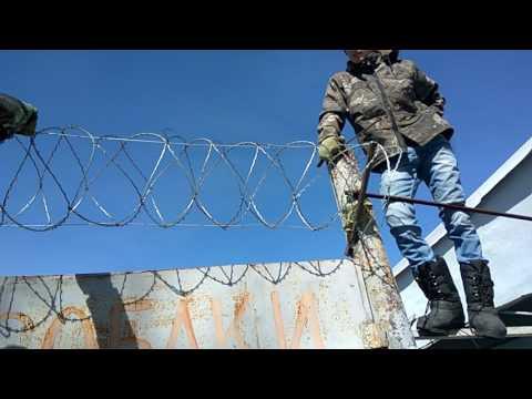 Установка и монтаж барьера колючая проводка Егоза.