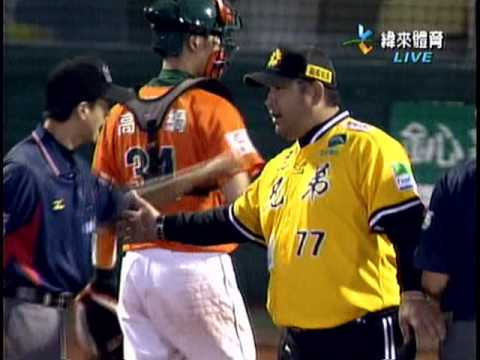2009年Game7總冠軍賽 英雄朱鴻森撞裁判 - YouTube