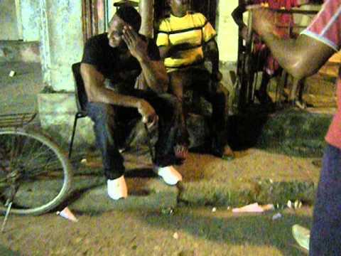 Papa descargando en los carnavales de Sagua de Tanamo