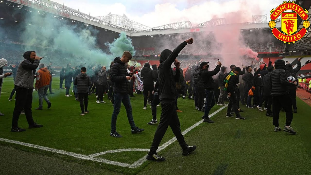 Angry Manchester United fans storm stadium in protest of ownership ...