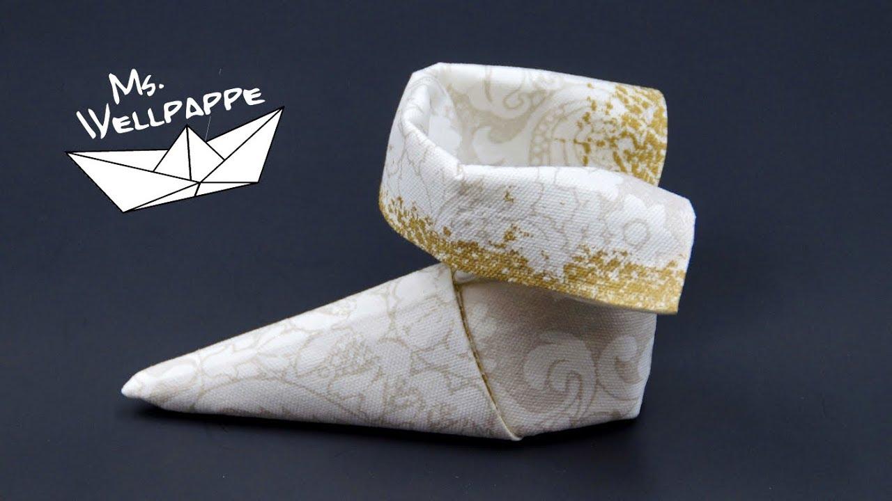 stiefel aus servietten falten einfache anleitung zu weihnachten youtube. Black Bedroom Furniture Sets. Home Design Ideas