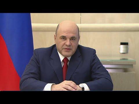 В России с 1 июня начали переводить выплаты семьям с детьми.