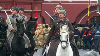 На Красной площади прошел марш в честь легендарного парада 7 ноября 1941 года.