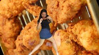 A Las Chicas de Verdad Nos Gusta el Pollo Frito (Oda al Pollo)