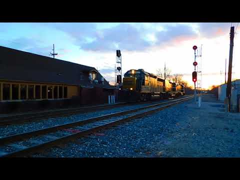 CSX Powermove GP40-2 #6927, Yard Slug #2326, & GP38-2 #2722 Plymouth Michigan 4-7-18