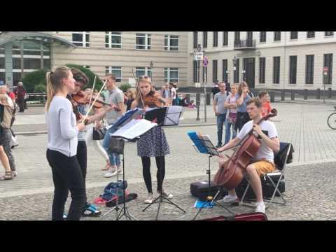 Violinists in Berlin