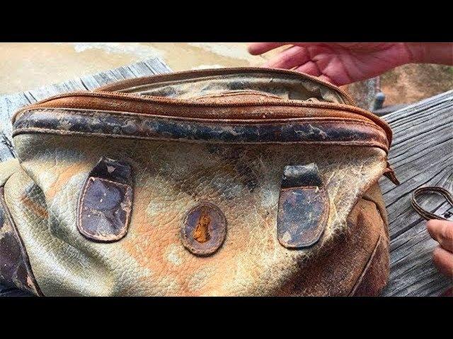 Рыбаки достают из воды старую сумку. Увидев её содержимое, они столбенеют!