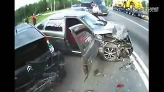 悲惨の交通事故瞬間 thumbnail