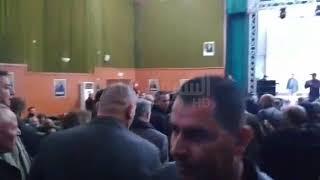 شاهد كيف استقبل  لتيارتيون  المترشح  علي بن فليس لدى دخوله قاعة التجمع ...
