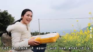 【南方小蓉】女孩突然收到總裁的神秘包裹,裏面是什麽?Rural girls receive a mysterious package from the president. What