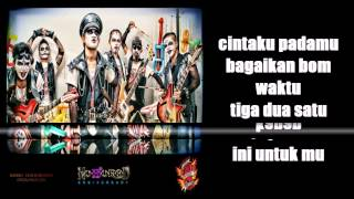 Kuburan Band -  Cinta Bom Waktu ( Video Lirik ) [ MusikMu ]