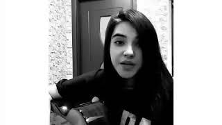 Девушка красиво поет и играет гитарой😍❤