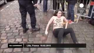 Феминистки напали на машину Стросс-Кана (10/02/2015)